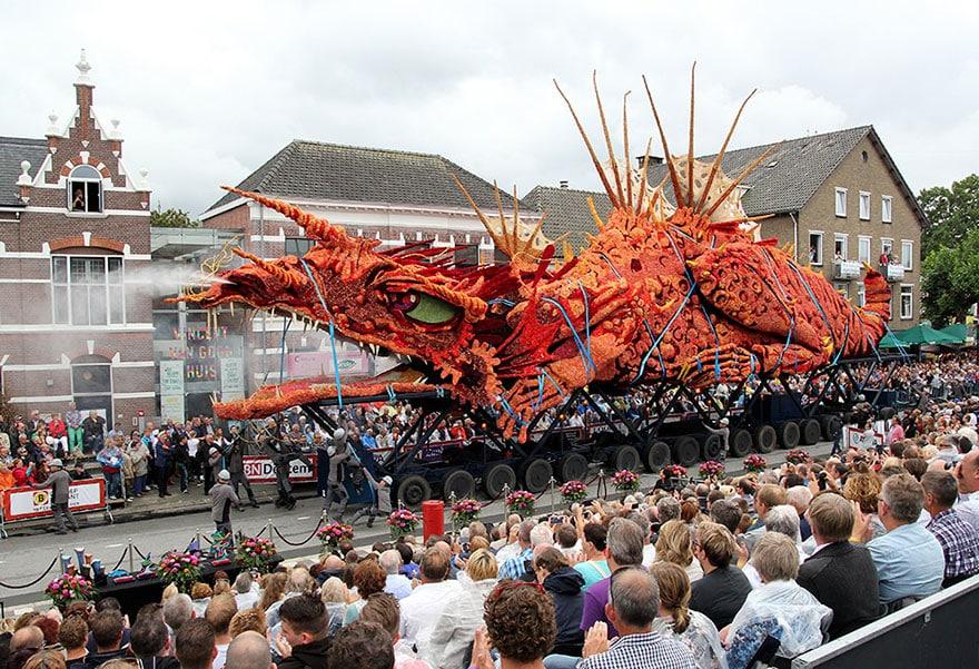 10 гигантских скульптур из цветов на цветочном параде в Нидерландах - 1