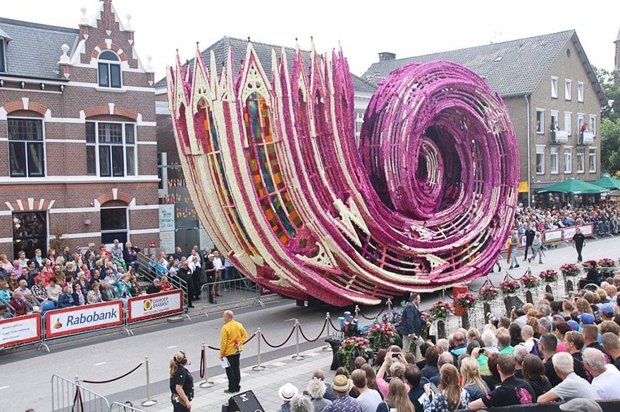 10 гигантских скульптур из цветов на цветочном параде в Нидерландах - 10