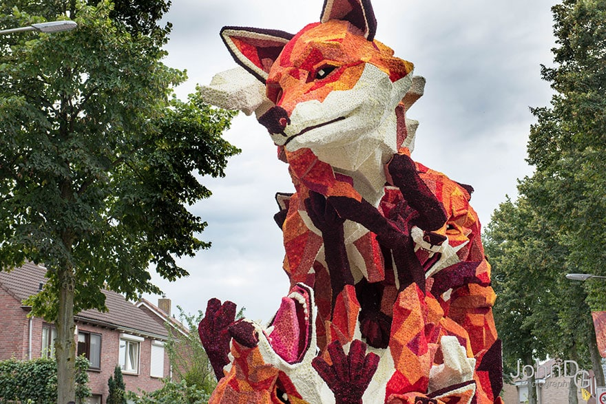 10 гигантских скульптур из цветов на цветочном параде в Нидерландах - 11