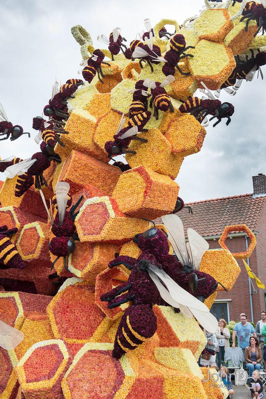 10 гигантских скульптур из цветов на цветочном параде в Нидерландах - 13