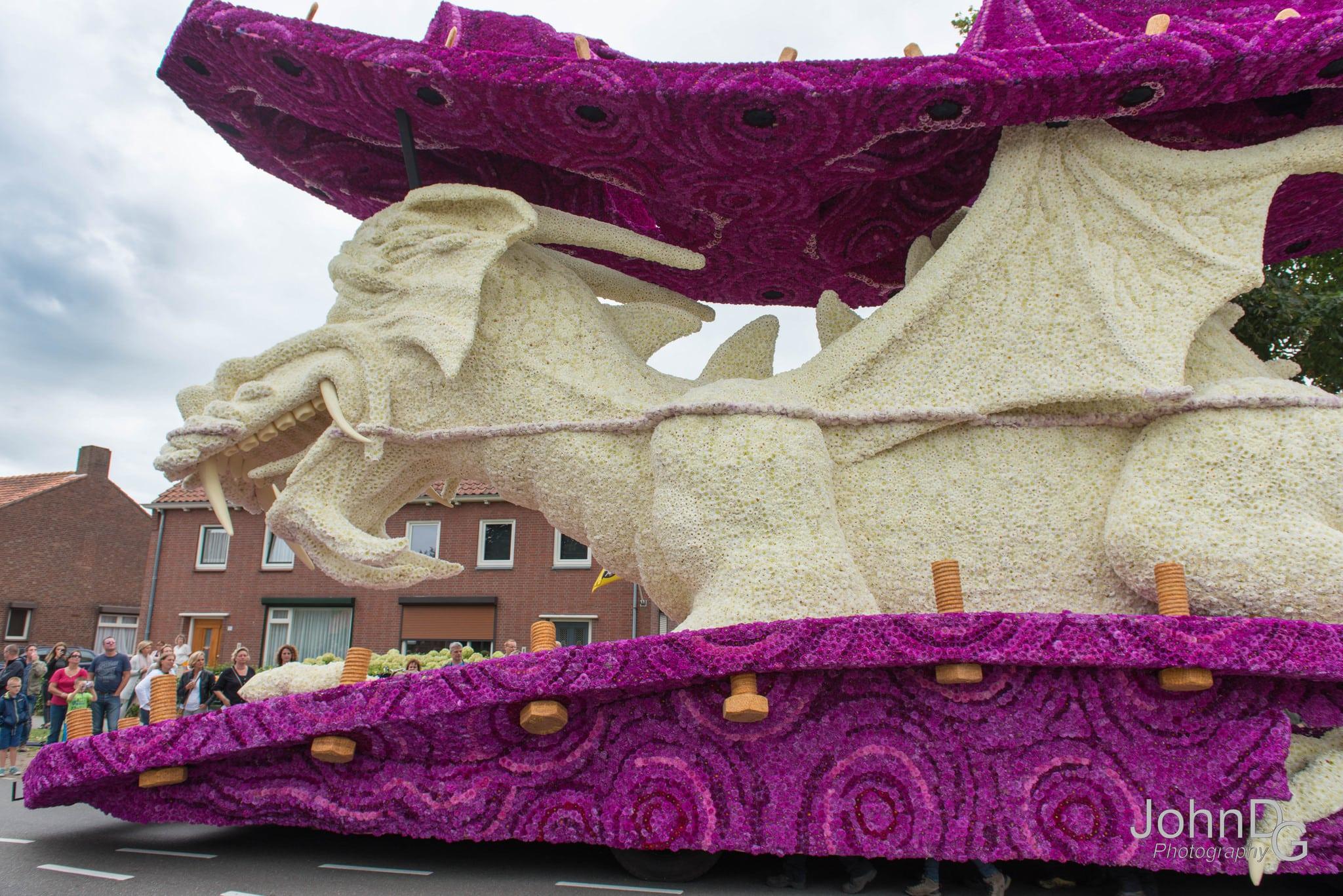 10 гигантских скульптур из цветов на цветочном параде в Нидерландах - 15