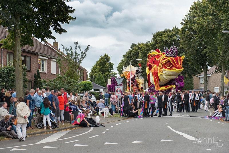 10 гигантских скульптур из цветов на цветочном параде в Нидерландах - 16