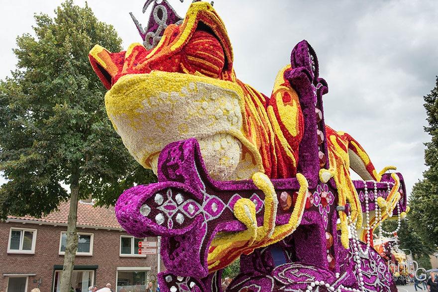10 гигантских скульптур из цветов на цветочном параде в Нидерландах - 17