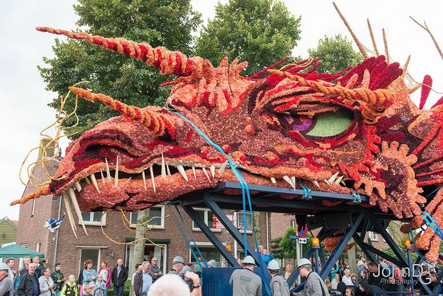 10 гигантских скульптур из цветов на цветочном параде в Нидерландах - 2