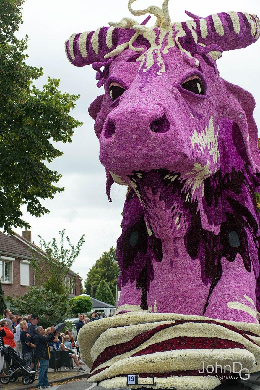 10 гигантских скульптур из цветов на цветочном параде в Нидерландах - 4