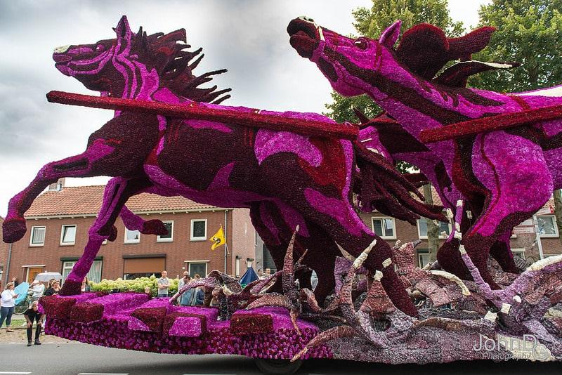 10 гигантских скульптур из цветов на цветочном параде в Нидерландах - 6