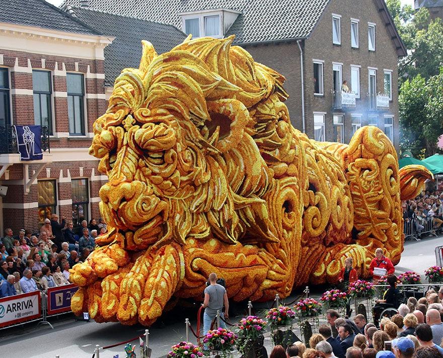10 гигантских скульптур из цветов на цветочном параде в Нидерландах - 8