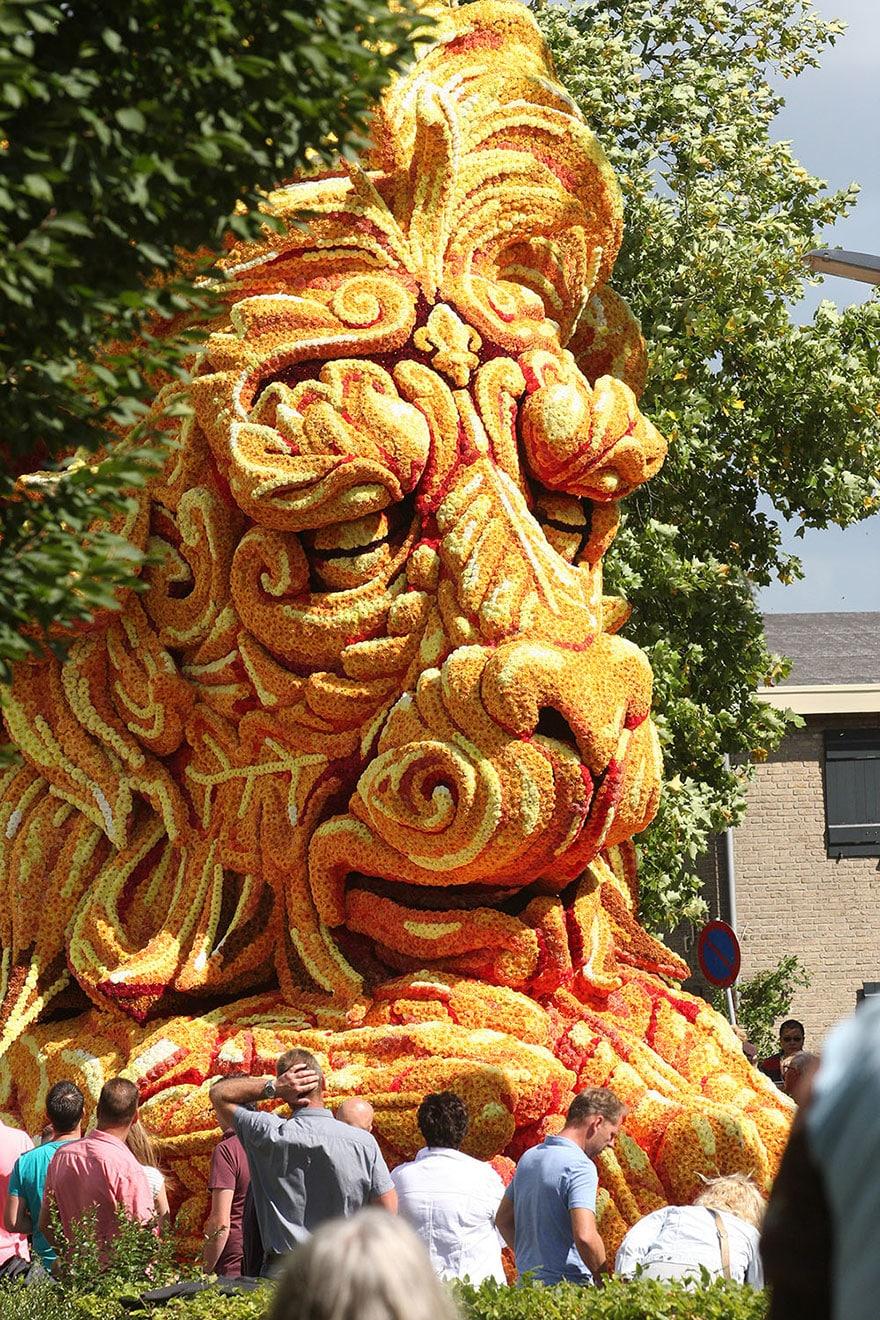 10 гигантских скульптур из цветов на цветочном параде в Нидерландах - 9