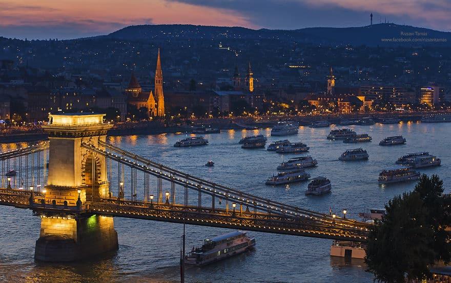 Красочные фейерверки в Будапеште, снятые с вершины гостиницы - 1