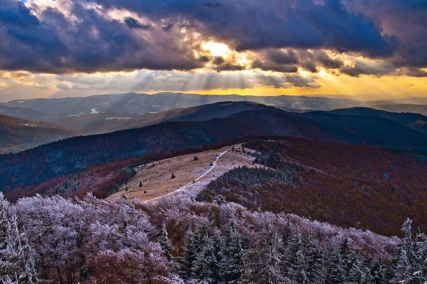 Зпадные Бескиды (Beskidy Zachodnie) - горный массив в северо-западной части Словакии, в северо-восточной части Чехии и в южной части Польши. Наивысшая точка - Лысая Гора, 1323 м