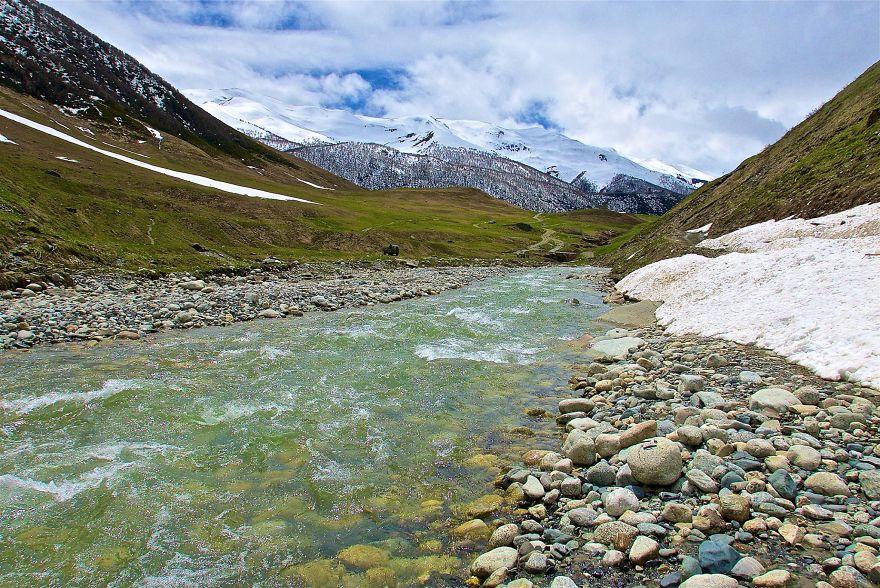 Километровая тропа к леднику Шхара