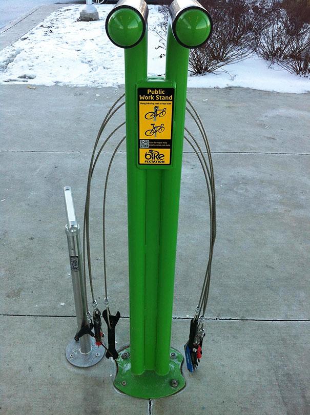 Специальный пункт самостоятельного ремонта велосипедов со всеми необходимыми инструментами